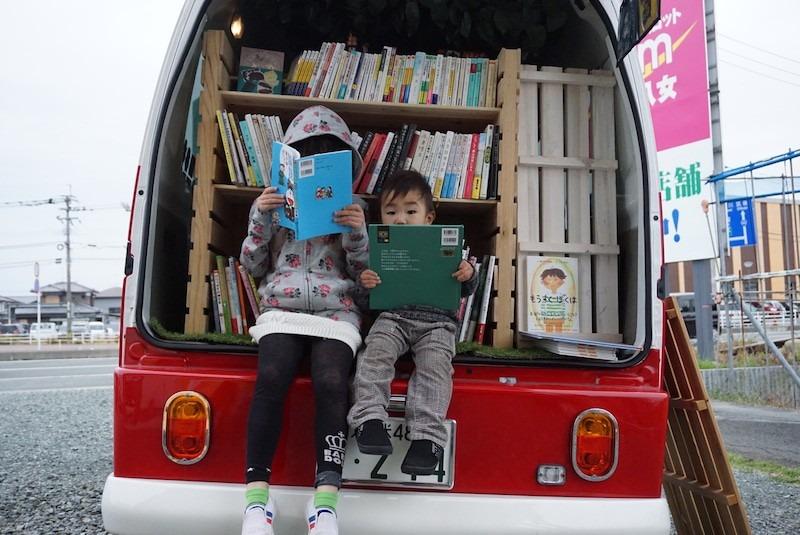 """移動する本屋さんに""""おうち時間""""は「本」におまかせ!"""